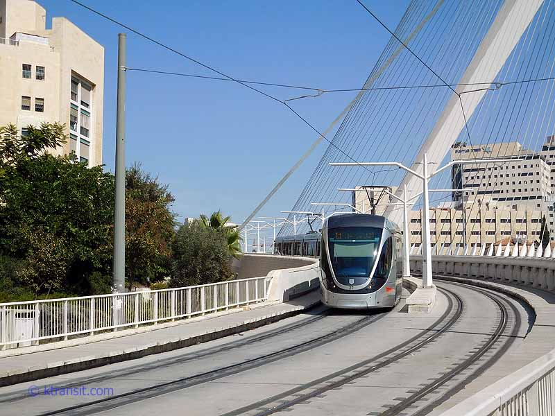 Jerusalem Light Rail > Strings Bridge
