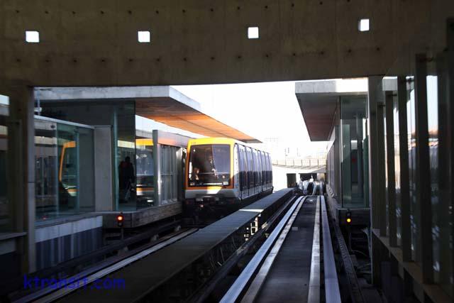show topic class train travel paris france