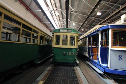 Tram 180